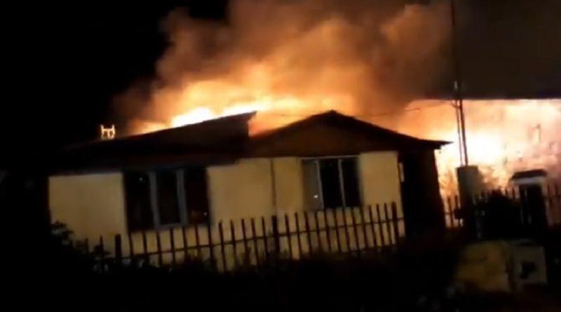 Daños al originarse un voraz incendio en una vivienda de la calle Río Gallegos al 600 de Ushuaia