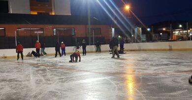 La municipalidad lleva adelante la capacitación de patín sobre hielo